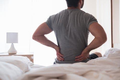 التهاب العصب الوركي: الأعراض والعلاجات المنزلية لحالة عرق النسا