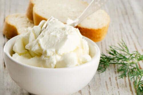 الجبن القشدي - اكتشف معنا اليوم عناصره الغذائية، فوائده وعيوبه