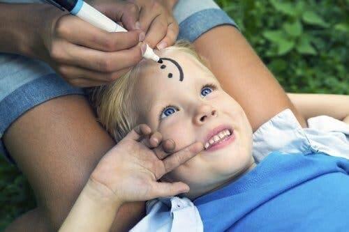 كيفية تعليم الأطفال المرونة والتحلي بالأمل