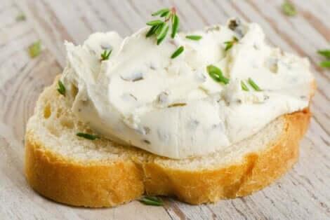 الجبن القشدي