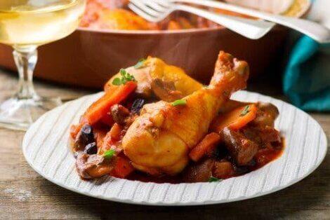 دجاج مع البطاطس والفواكه الحمضية