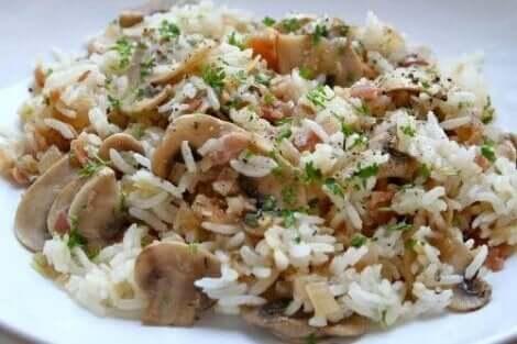 سلطة الأرز البني