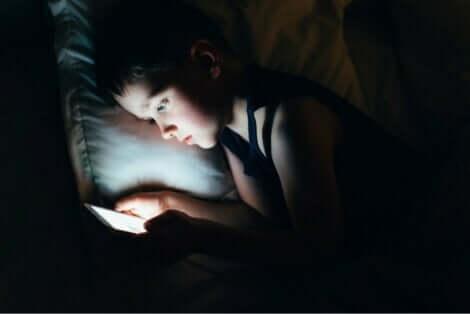 وسائل التواصل الاجتماعي والنوم