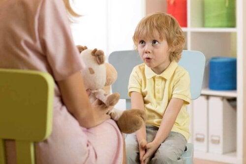 التأخر اللغوي عند الأطفال: الأنواع، الأعراض والأسباب